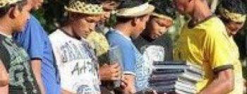 Índios da Amazônia são evangelizados com Bíblias no idioma nativo