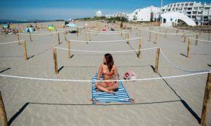França mostra a nova maneira de manter distância social na praia