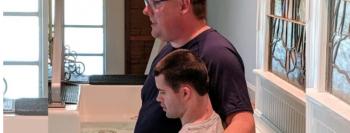 """Pastor autista alcança deficientes por meio de ministério: """"Deus usa todo tipo de pessoa"""""""